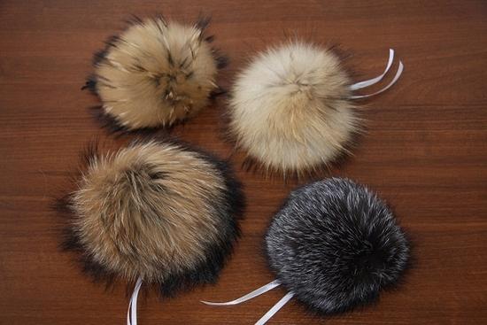 Как сделать помпоны на шапку из меха