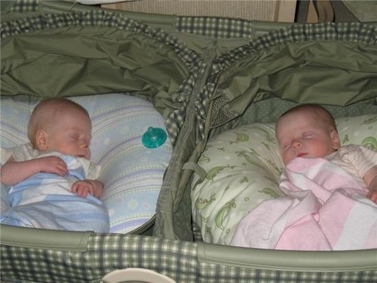 Продам кровать (манеж) для двойни - новую.