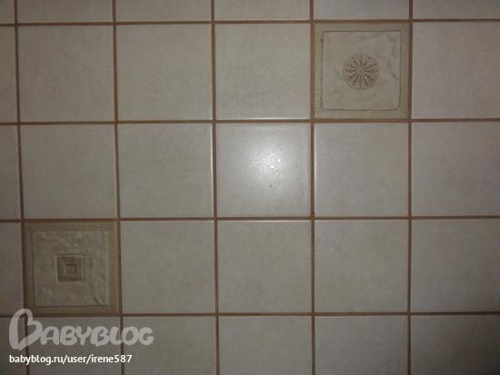 И керамическая плитка на полу пол