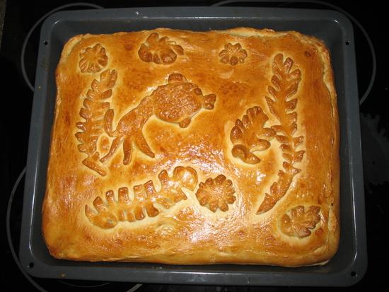 Рыбный пирог из дрожжевого теста с