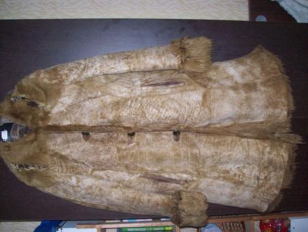 Женская куртка короткая, мех пони. есть протертости кожи у пуговиц...