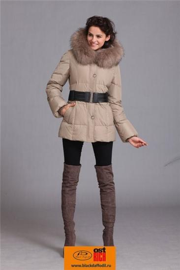 Женские пуховики из зимней коллекции 2011 мало напоминают традиционную.