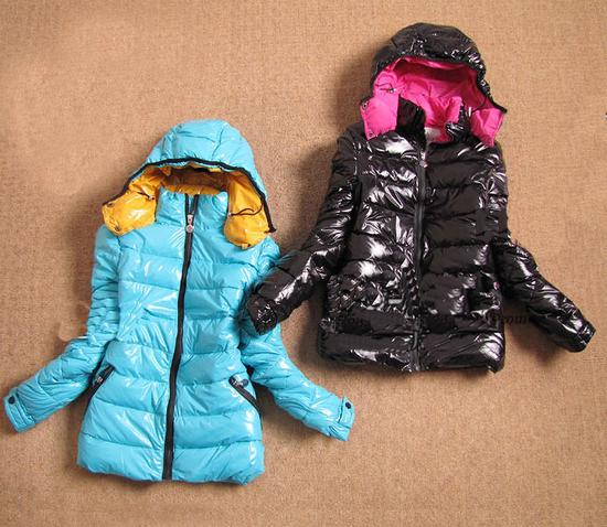 Зимний кожаный пуховик с мехом чернобурки: пуховик синий с чернобуркой.