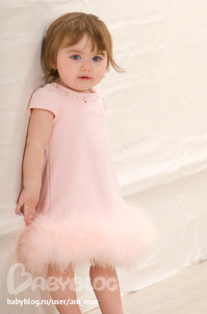 Детское нарядное платье с рукавами колокольчиками.