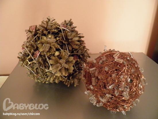 Как сделать новогодние шар из шишек