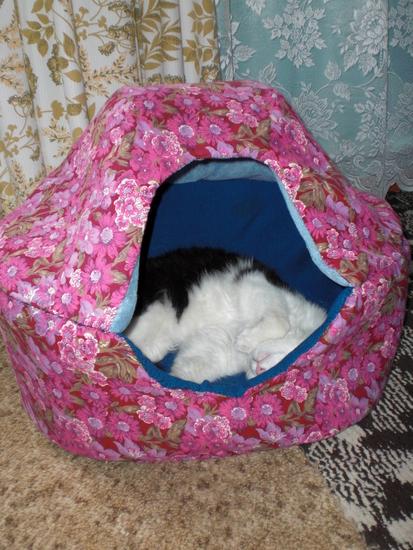 Как правильно сшить теплый домик для кошки