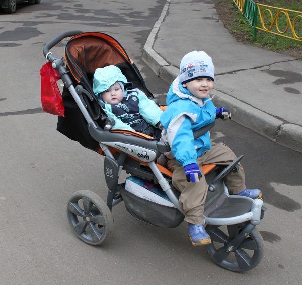 Можно ли сажать ребенка в прогулочную коляску если он не сидит 28