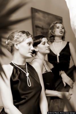 ...в свадьба в гангстерском стиле была, все подружки невесты - в черных...