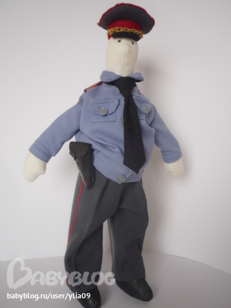 Полицейская кукла