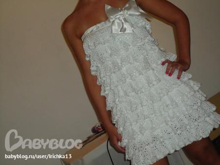 Платье крючком воланом