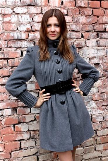 Пристрою Пальто DEKKA размер 44.Как на фото.цена 2000руб(куплено за 3800)