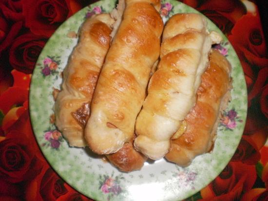 Сосиски в тесте на фольге в духовке