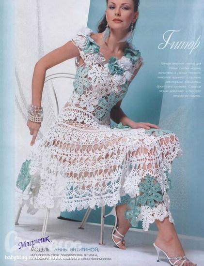 вязанное платье крючком с рукавами