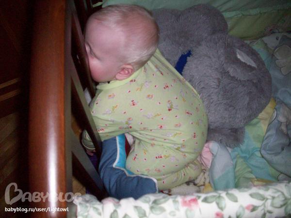 Почему дети любят спать на животе у мамы 32