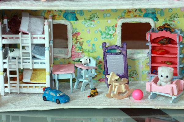 Как сделать домик для игрушек из киндеров 106