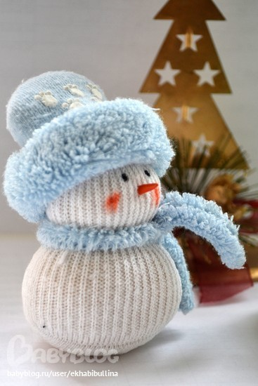 Снеговик из риса и носка своими руками