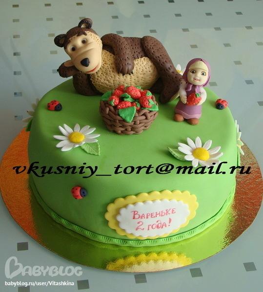 Торт маша и медведь с клубникой для