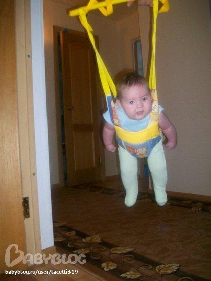 Как сажать ребенка в прыгунки 37