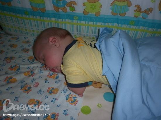 Почему дети любят спать на животе у мамы 28
