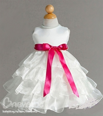 Какие есть размеры в наличии этого платья.  И сколько оно стоит?