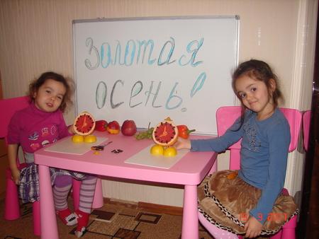 И принести поделки из фруктов и овощей