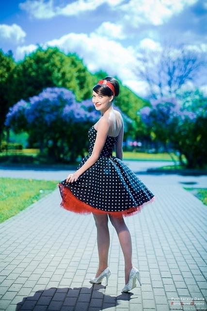 Платье в стиле 60-х годов стиль ретро.