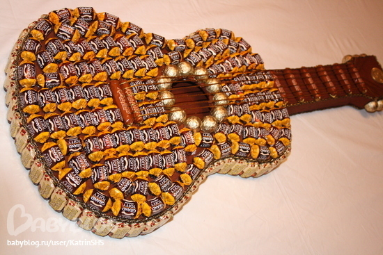 Как сделать гитару из конфеКокотница своими руками
