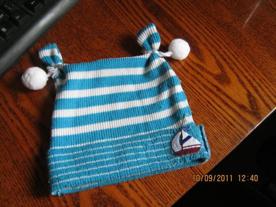 Шапочка из старого свитера.