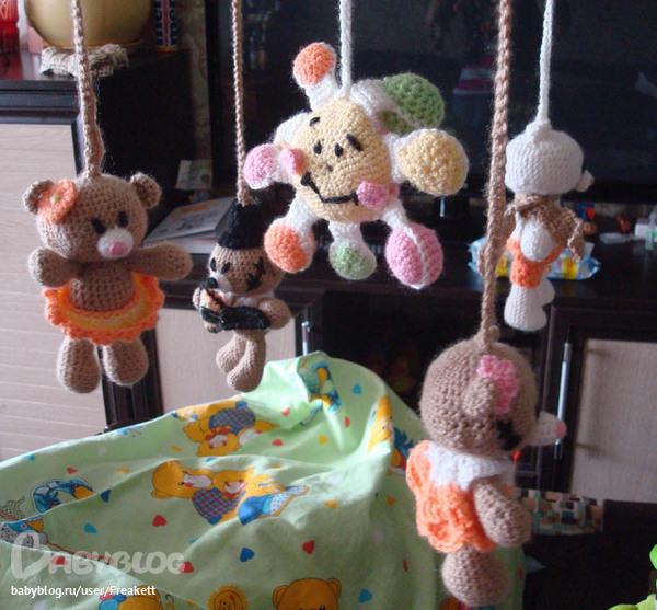 Игрушки в кроватку для новорожденных мастер класс 366