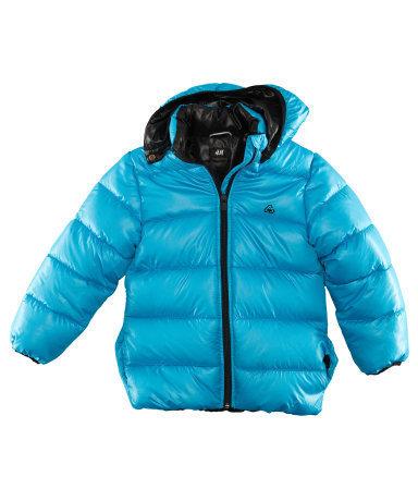 Предлагаем яркие, стильные теплые куртки для девочек и мальчиков.