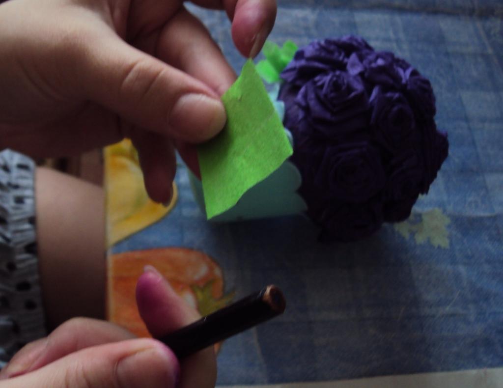 Горшочки с цветами из гофрированной бумаги