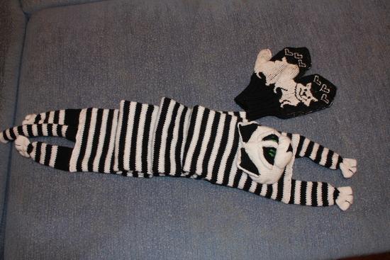 шарф сперва начала вязать сама
