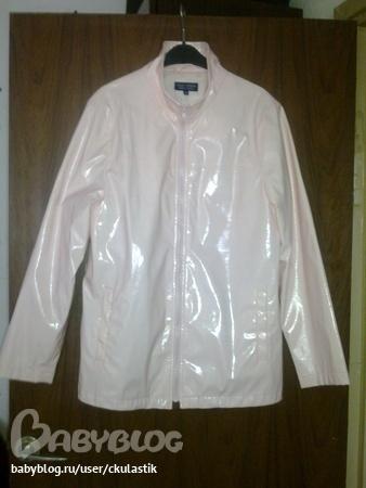 Курточка нежно розового цвета, лакированная.  Фотографии цвет не...